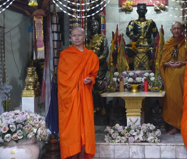 タイで修行中の福澤氏(前列左)